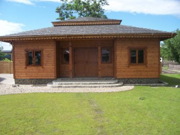 Supraśl - drewniana wiata oraz balustrady w hotelu Borowinowy Zdrój
